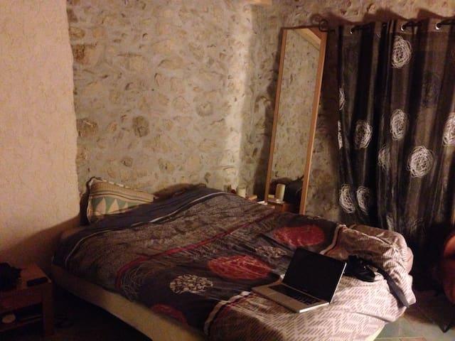 Chambre dans maison Côte d'Azur - Tourrette-Levens - Huis