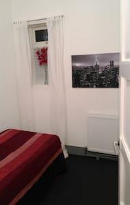 Comfortable single bedroom - London