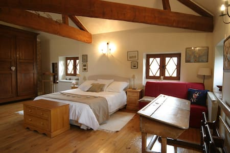 Le Domaine de la Chastellière, loft sous les toits - Saint-Marcellin - Bed & Breakfast