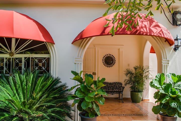 Villa Lynda B&B, Habitación en la zona de Gazcue - Santo Domingo - Bed & Breakfast
