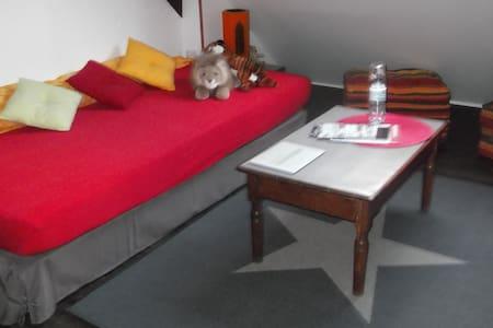Chambre 2 ème étage maison de ville - Darnétal - Bed & Breakfast