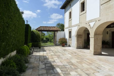 Magnificent restored manor house 10min from beach