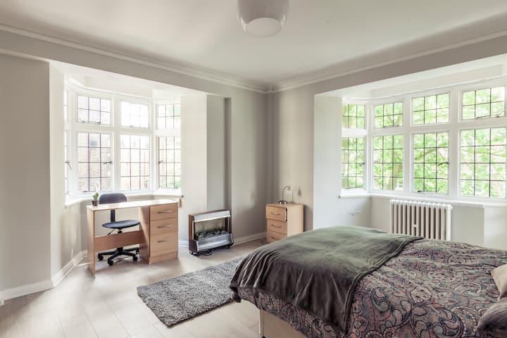 Beautiful studio flat in Bloomsbury!