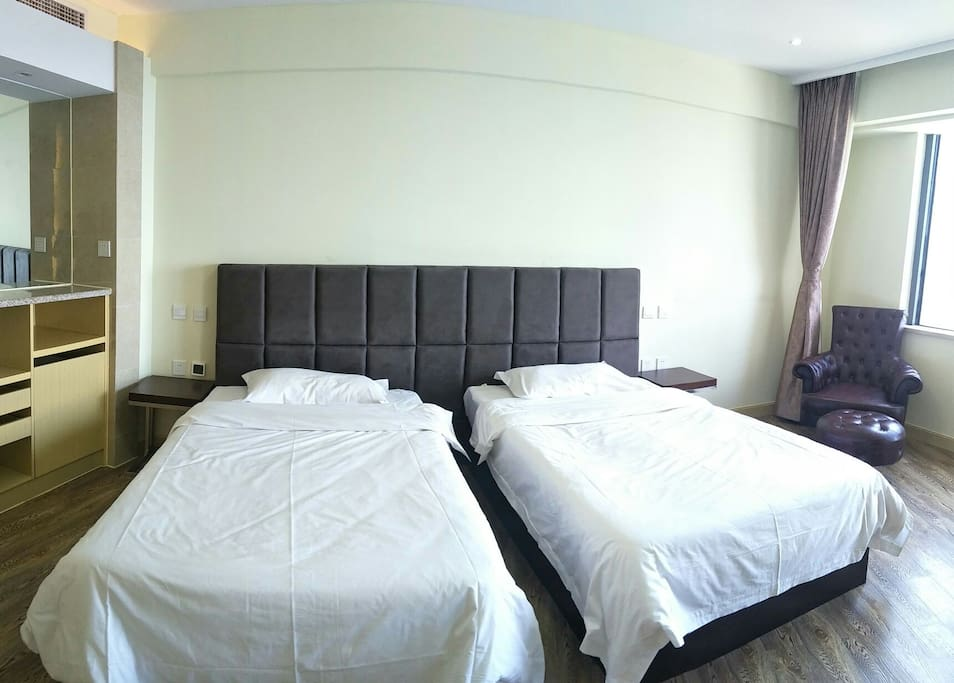 洁净的布草,让您舒适放松…(两张1.2米床可以合并为2.4米超大床,满足一家人的使用)