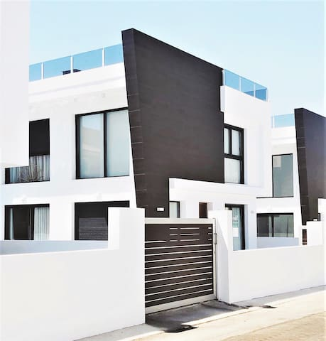Villa independiente con piscina en Alicante