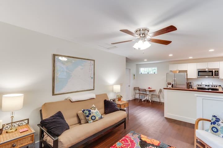 New Apt in Old Village mins to Beaches & Downtown.