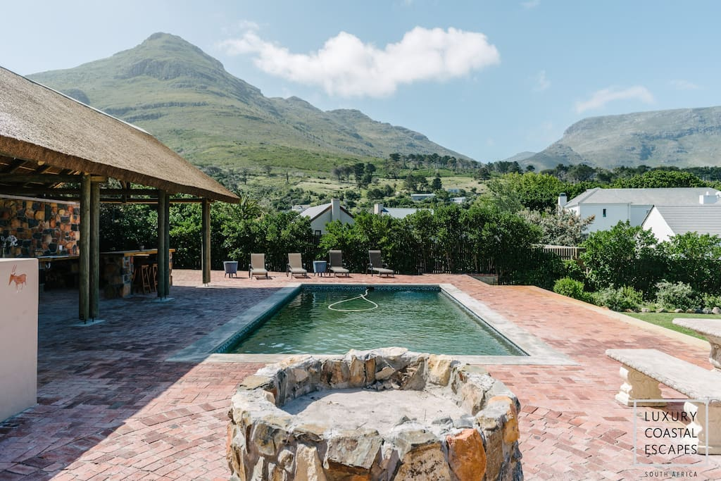 Large garden, swimming pool, fire pit, bar and two barbecue areas, the offerings are endless.