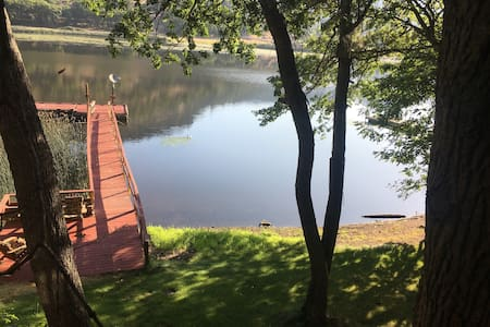 Private Cabin, Dock & Hot Tub~Ski& Fish Copco Lake