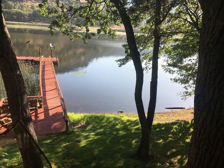 Private Cabin, Dock & Hot Tub~Ski& Fish Copco Lake