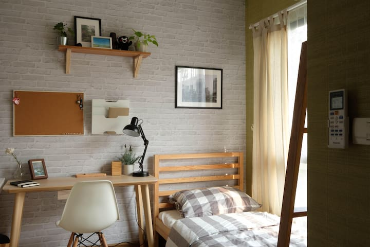 Cosy Room for Solo Traveler [1人のために居心地のいい部屋]