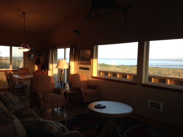 Beach Front House Amazing Views/ 2,200 sq. ft