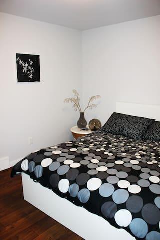 Master Bedroom-Queen Size