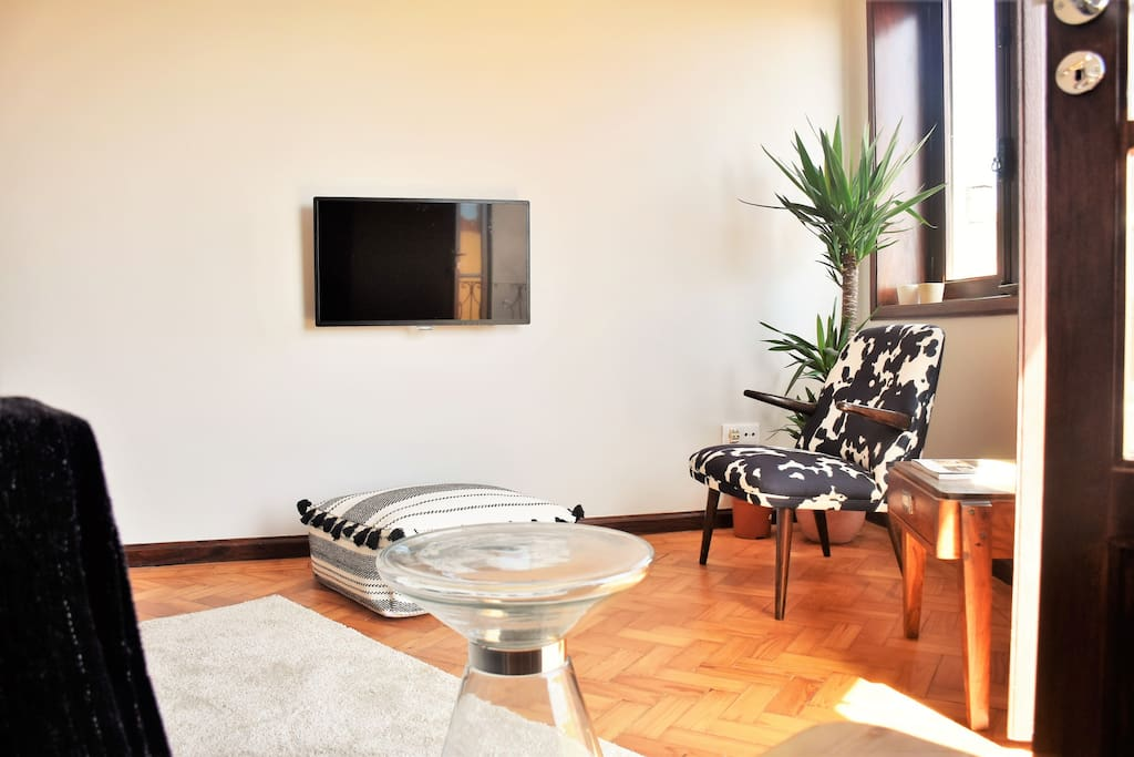 Living room: Led TV 32``; Satelite; Wifi 100MB