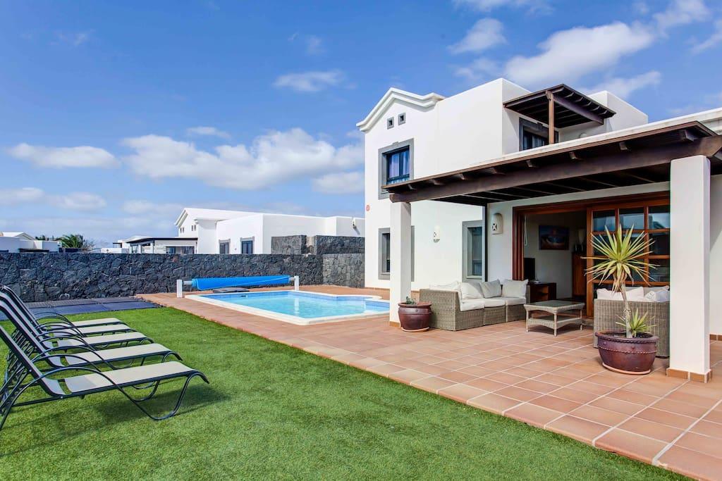Hipoclub villas zafiro 24 maravillosa villa casas de for Alquiler de casas con piscina privada que admiten perros