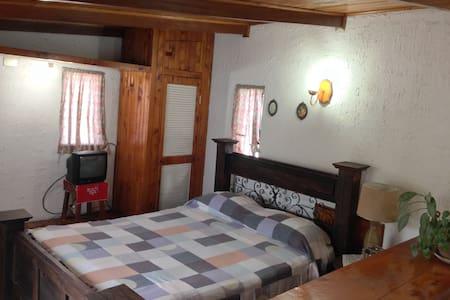 Habitación del Sol #3 - Curridabat - Bed & Breakfast