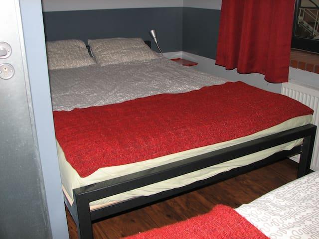 Hostel Fabryka - pokój nr 1 (trzyosobowy)