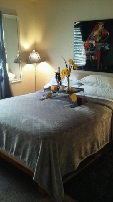 Queen bed in queen room