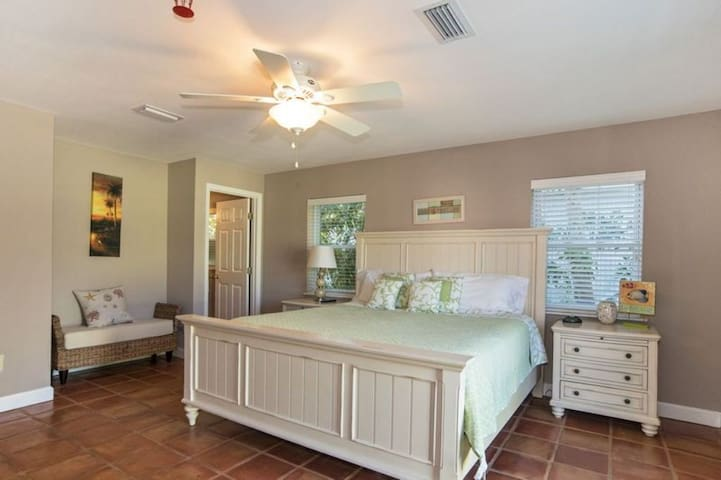Master with King Bed w/Ensuite Bath