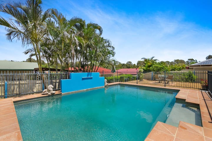 Stately Elegance - 4 Bedroom Home Brisbane Bayside