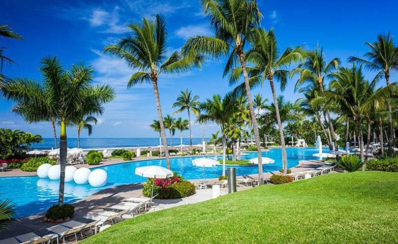 NMP6☆ Mayan Palace ❤️ Beach Front ☆ 1BR 6P Suite