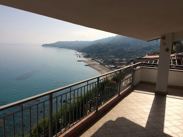 Beautiful house with breathtaking view by the sea - Marina di Bordila - อพาร์ทเมนท์