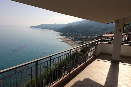 Beautiful house with breathtaking view by the sea - Marina di Bordila - Квартира