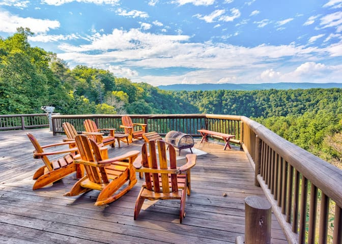 Gorgeous ranch home with spectacular Alleghany Mountain views and private Cowpasture River access