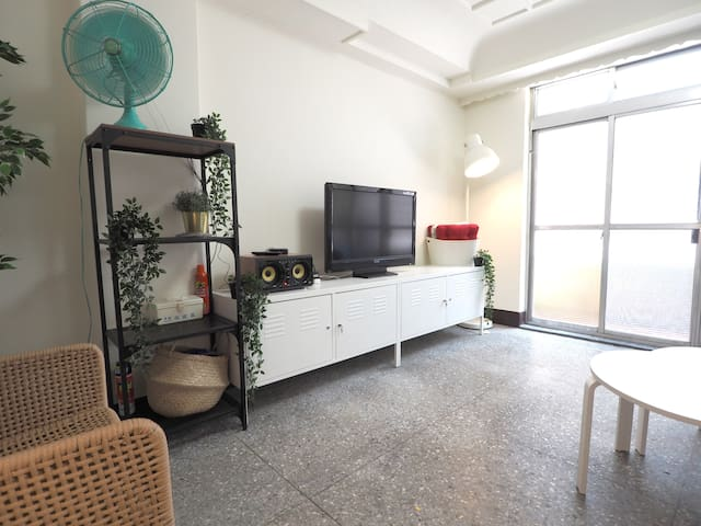 Retro Style Comfortable Home for 1-8 guests