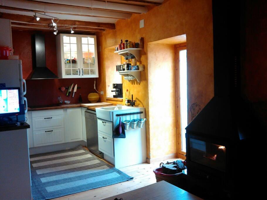Una cómoda y acogedora cocina