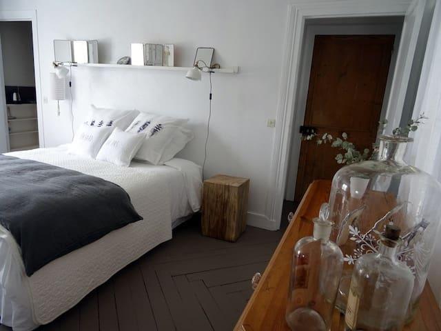 Par Hasard ou Pas - La claque-pépin - - Saint-Martin-aux-Chartrains - Bed & Breakfast