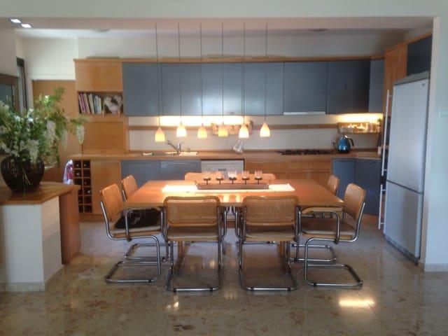 Room in Luxury Apt., Ramat Aviv Gimel, Tel Aviv