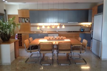 Room in Luxury Apt., Ramat Aviv Gimel, Tel Aviv