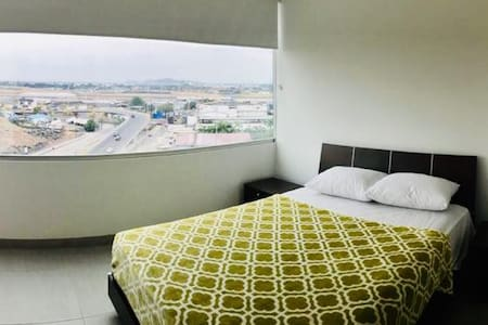 ***Quo Luxury Room in front Airport*** #5