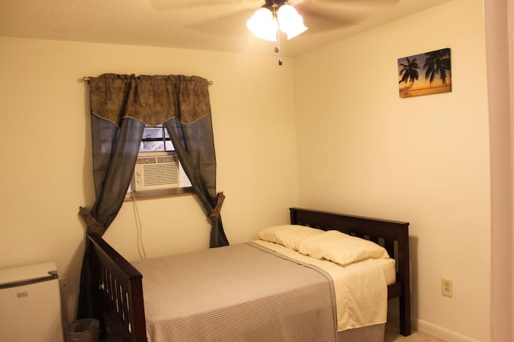 RM 1: Private: Full Bed + Refrig, Near Space Coast