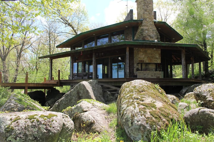 Cool quiet country cabin on boulders and 120 acres