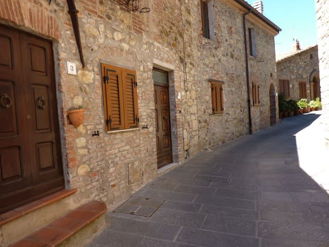 HEART OF TUSCANY 1 -APPARTAMENTO vicino alle terme - Pari - House