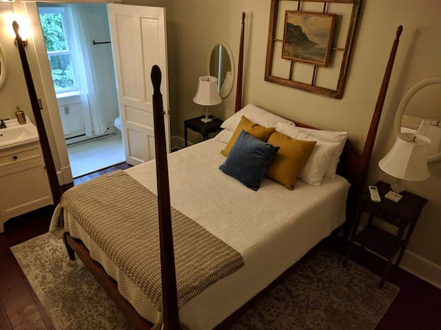 The Walnut Room at Woodhaven B&B