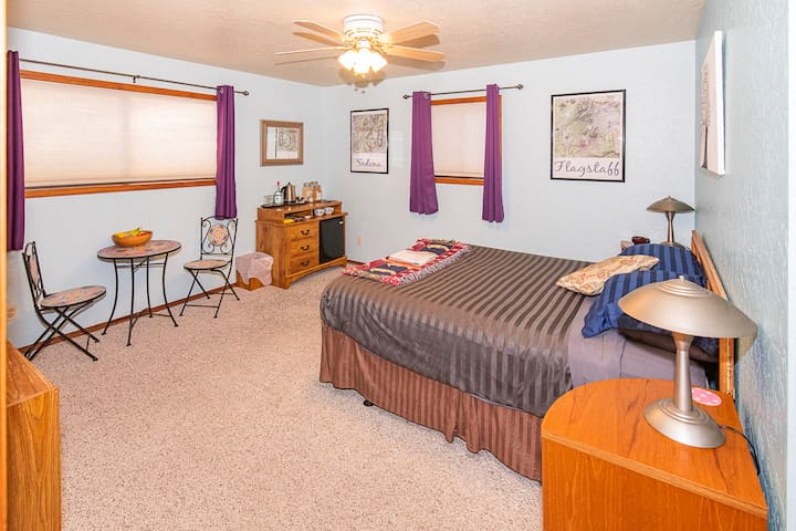 Overview (2/5): Welcome to our spacious master bedroom, our guest love this comfortable bed
