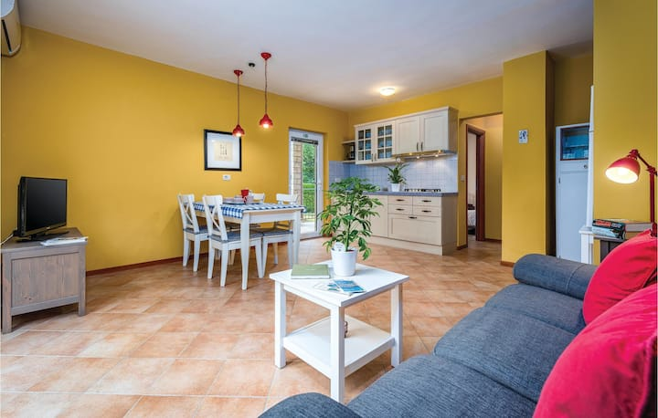 Stunning home in Umag with WiFi and 1 Bedrooms