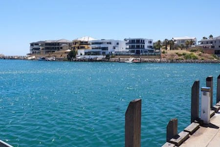Penthouse top floor of house with ocean views - Mindarie