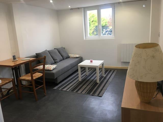 Studio indépendant dans maison de ville à Orléans