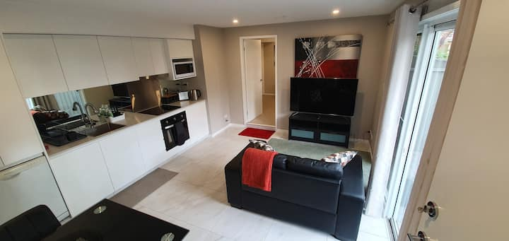 Stunning brand new & private 1 bedroom apartment