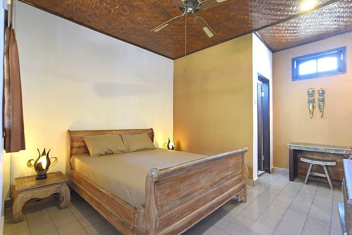 Puri Agung Homestay: Legian - Room 9