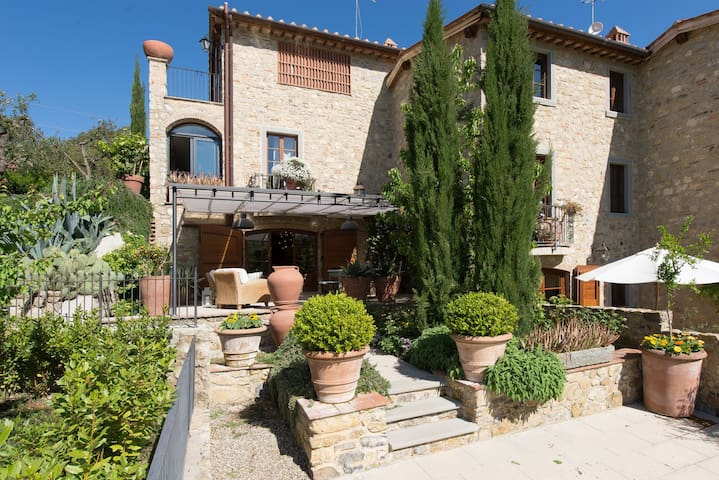 Villa Nova - Holiday Country House with swimming pool in Chianti, Tuscany