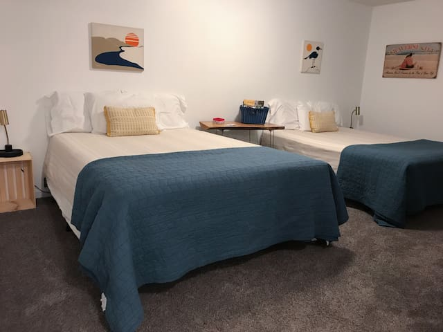 ★ Two Beds, Bikes & Space to Chill 1mi to Downtown