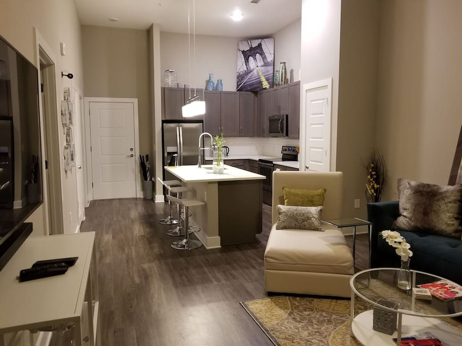 Enjoy and open floor plan with high 9ft ceilings that will give you plenty of room to spread out without feeling cramped on top of one another.