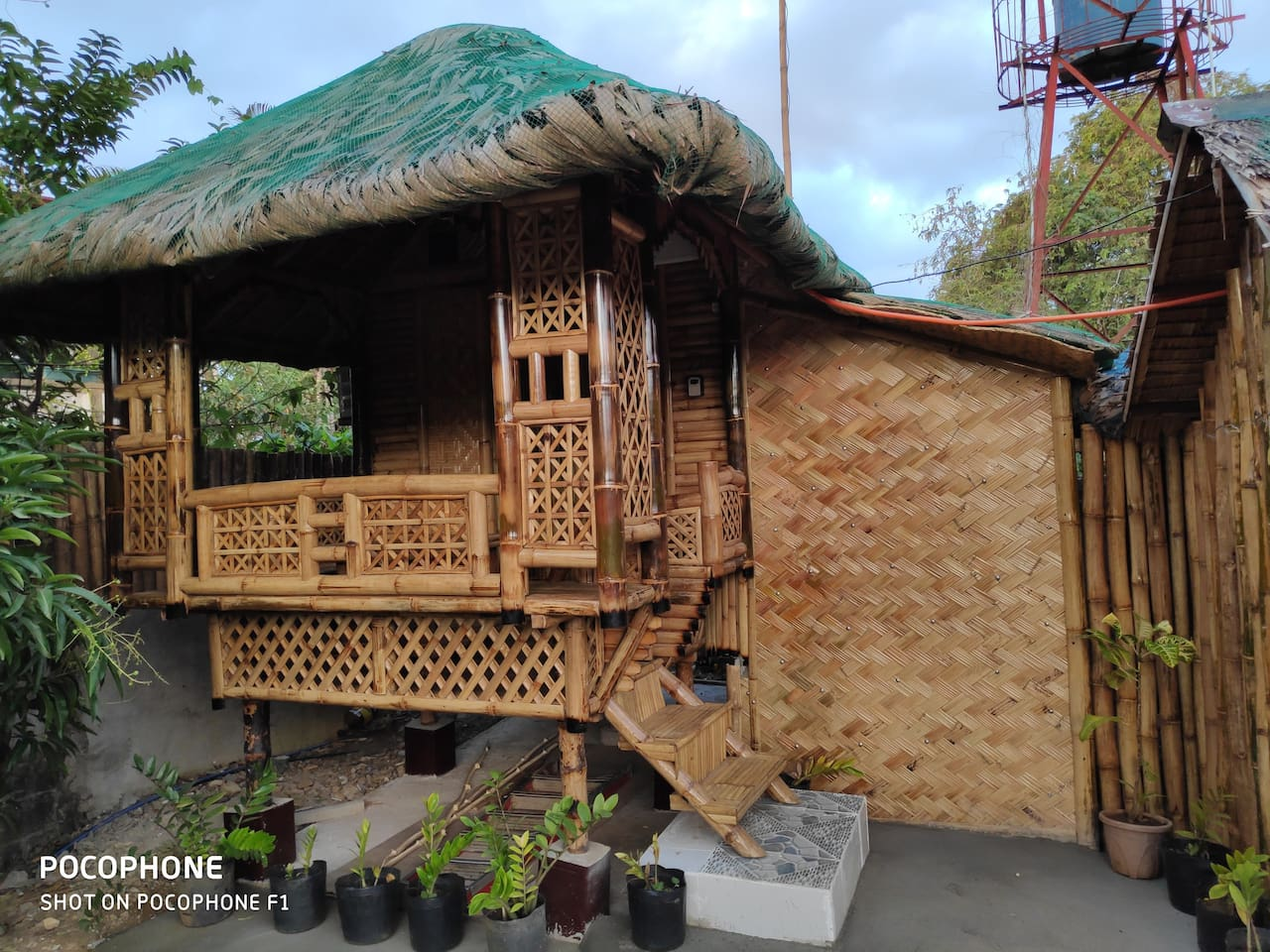 Kubo house with balcony and 3 beds with Aircon and hot shower