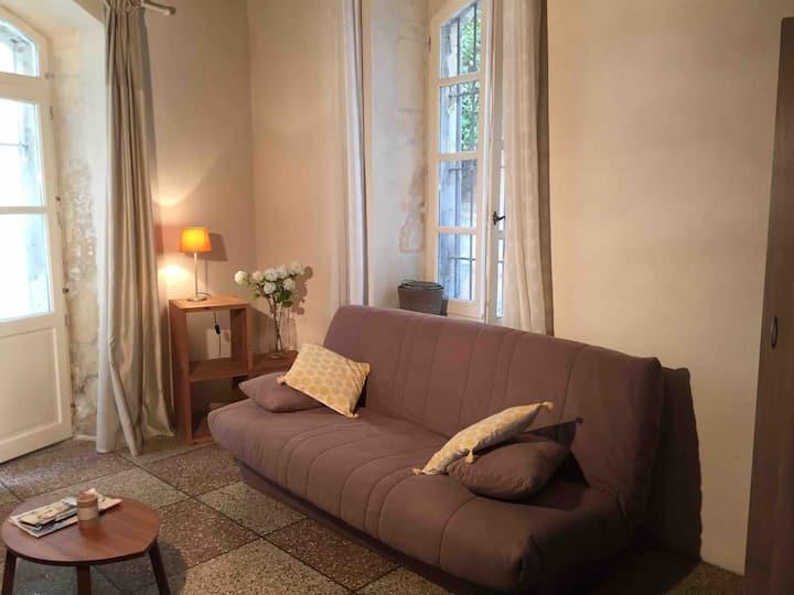 Arles studio dans le centre historique ,climatise