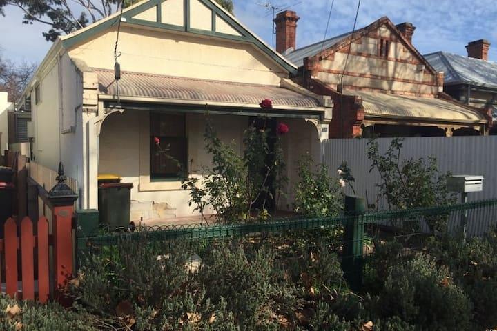 room for short term rent near the city - Adelaide - Casa