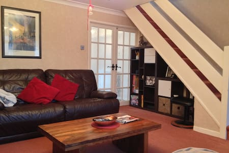 Charming 3 bedroom Semi detached House - Whiston - Haus